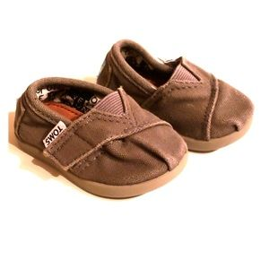 Gray Tom's for baby